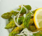 Spargel-Parmesan-Salat vegan mit nur 5 g Kohlenhydraten