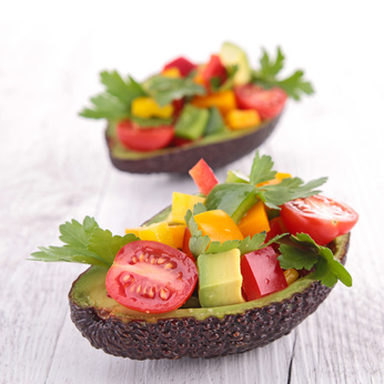 Fruchtiger Avocado Salat mit nur 10 g Kohlenhydraten