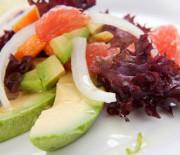 Papaya-Avocado-Gemüse-Salat mit nur 12 g Kohlenhydraten